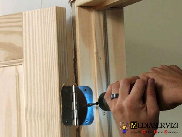 Montaggio porta da interno 3