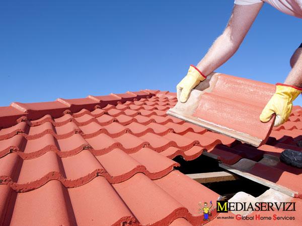 Riparazione tetto e sostituzione tegole 2